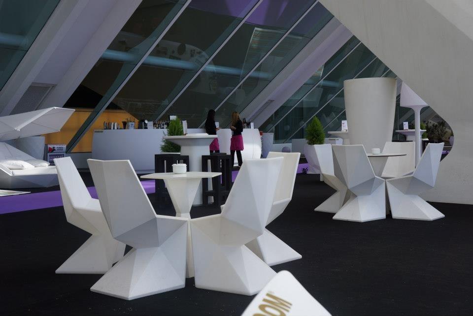 Interieur Ice Blauw : Vondom vertex hexagonal table Ø70