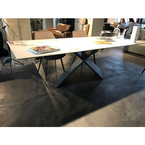 AX Table (Showroommodel)