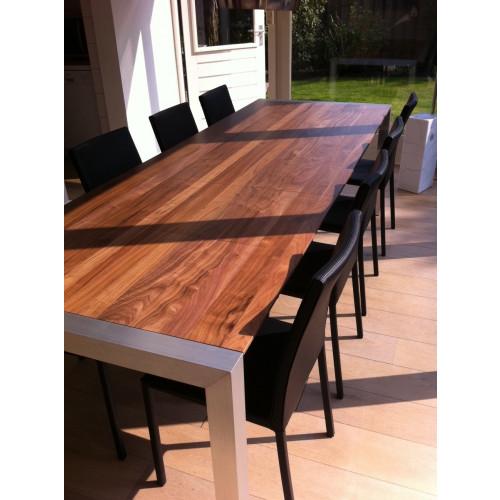 Uitschuifbare Notenhouten Eettafel.Extendable Wood Walnut