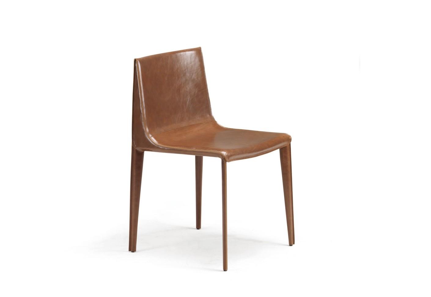 De charmante eetkamerstoel emily is een ontwerp van het duo manzoni & tapinassi. de strakke lijnen geven ...